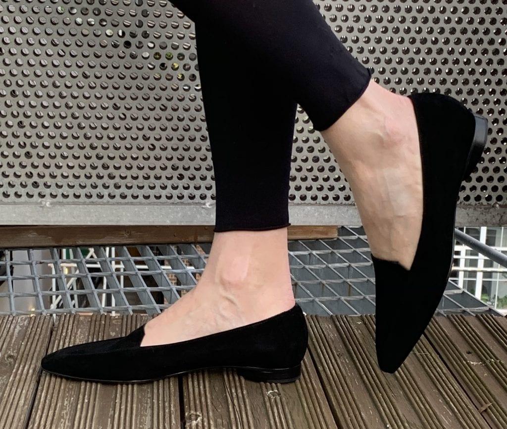 Gigi-flat-pump-in-black-suede-AW19