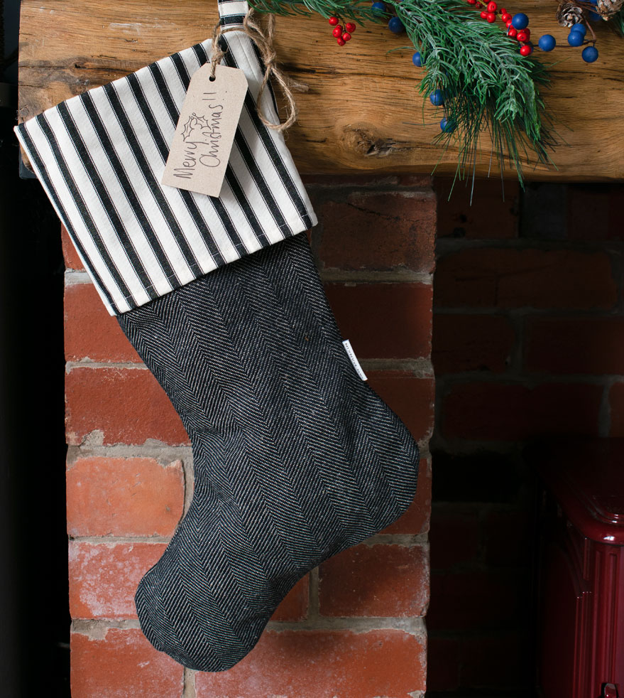 Ian-Mankin-Ticking-Stripe-2-Black-Stocking-ST045-002-879x982px