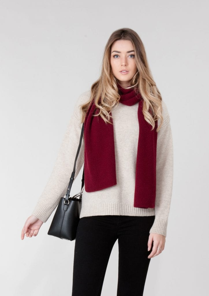 5736C-MODEL-WOMENS-LAMBSWOOL-JUMPER-AND-RED-CASHMERE-RIBBED-SCARF-LINEN-4