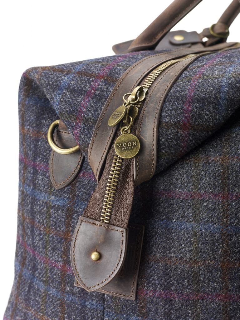 HOLD-01-Moon-Holdall-Multicheck-Navy-Bag-Detail